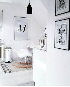 Feierabend....♡ Wünsche euch einen kuscheligen! 🙃 Bereits auf dem Sofa?🤗 . #gutenabend #feierabend #houseofideas #white #whiteinterior #wohneninweiss #blackandwhite #blackandwhiteinterior #interior4all #boligmagasinet #vakrerom #whitekitchen #vipp #kitchenaid #blacklamp #vitra #houseofideasküche
