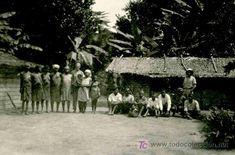 Fotografía antigua: Guinea Ecuatorial. Poblado y grupo de personas. Selva y bananos. ca. 1940 - Foto 1 - 26051090