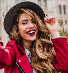 Goud roséblond: ook in 2020 nog steeds helemaal hot! WECOLOUR haarverf bevat geen ammonia en PPD. Het is veel zachter voor je haar en hoofdhuid. Gezond geverfd haar dat glanst? Wij geloven dat het kan! Ontdek het zelf. Perfect Photo, Friends Forever, Lightroom Presets, Color Pop, Rain Jacket, Windbreaker, Leather Jacket, Pure Products, Trending Outfits