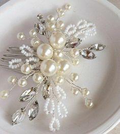 Cute Jewelry, Hair Jewelry, Bridal Jewelry, Jewelry Crafts, Beaded Jewelry, Bridal Tiara, Bridal Headpieces, Hair Beads, Hair Comb Wedding