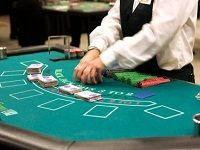 Οι Παραλλαγές Μπλακτζακ. Το παιχνίδι μπλακτζακ δεν μοιάζει με πολλά από τα παιχνίδια που ένας παίχτης μπορεί να παίξει στα online casino μιας και πρόκειται για ένα παιχνίδι με πολλές παραλλαγές.