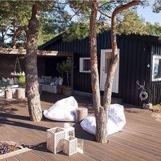 X Outdoor Rooms, Outdoor Gardens, Outdoor Living, Scandinavian Garden, Norwegian House, Black House Exterior, Decks And Porches, Garden Spaces, Cottage Homes