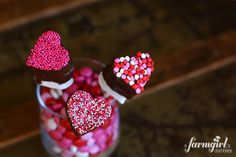 Chocolate-Dipped Valentine Marshmallow Pops + 24 other valentine treats with hearts!