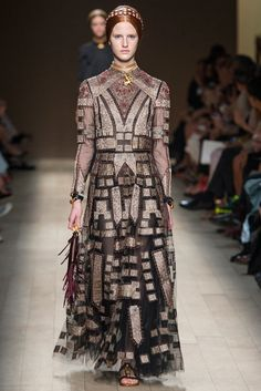 Valentino Spring 2014 Ready-to-Wear Fashion Show - Magdalena Jasek (OUI)
