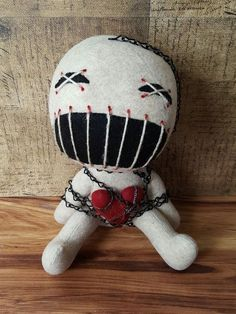 voodoo handmade doll - not really for kids I think Zombie Dolls, Scary Dolls, Ugly Dolls, Voodoo Dolls, Cute Dolls, Halloween Doll, Halloween Crafts, Creepy Stuffed Animals, Gothic Dolls