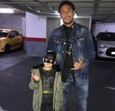 Neymar veste o filho com fantasia: Eu e meu batman #Neymar, #Nick, #Noticias, #Opinião, #Show, #Single, #True http://popzone.tv/2017/02/neymar-veste-o-filho-com-fantasia-eu-e-meu-batman.html