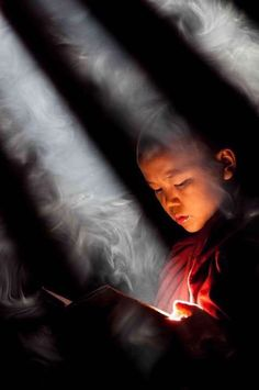 Buddhist monk reading, amazing photography of people. Buddhist monk reading, amazing photography of people. Fine Art Photography, Amazing Photography, Street Photography, Meditation, Foto Portrait, Little Buddha, Religion, Buddhist Monk, People Of The World