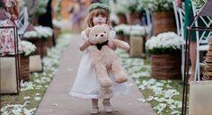Rafaela ♥ Matheus | Casamento no Jardim #daminha #flowergirl #casamento #wedding #bodas www.smarcondes.com