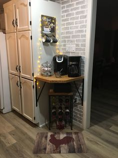 Building Corner Bar For Small Spaces DIY Coffee & wine corner Coffee Bars In Kitchen, Coffee Bar Home, Coffee Wine, House Coffee, Dyi Coffee Bar, Cheap Coffee, Coffee Ideas, Starbucks Coffee, Coffee Drinks