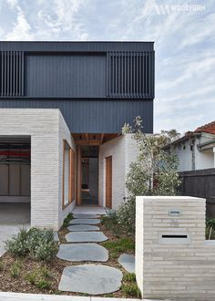Rich and robust: Brick House - Architecture Modern Brick House, Modern House Facades, Modern House Design, Loft Design, House Cladding, Facade House, House Exteriors, Modern Exterior, Exterior Design