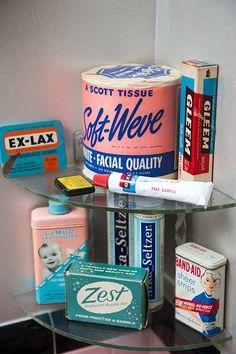 retro bathroom decor | ... make a nod to a vintage bathroom's history — and great decor, too