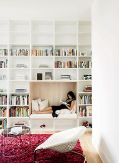 Fantastic reading nook built into the library shelves #furniturehunters Modern Texas home library with built-in reading nook