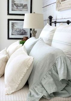 Adorable 70 Cool Modern Farmhouse Bedroom Decor Ideas https://homearchite.com/2018/02/22/70-cool-modern-farmhouse-bedroom-decor-ideas/