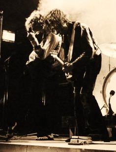 The master Jimmy Page and the gold god Robert Plant!!!! ❤❤
