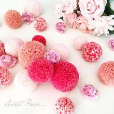 🌸💕🌺 FlOwErS 🌺💕🌸 • • • • Des pompons et des fleurs pour vous dire mille mercis, mille mercis pour vos partages, mille mercis vos doux mots mon cœur est rempli d'émotion et de bonheur ♡ alors merci à tous et bienvenue aux nouveaux abonnés 💕 • • • • #sweet #sweetpoom #merci #creation #handmade #madeinfrance #love #bonheur #pompon #laine #wool #flowers #deco #decoration #kidsroom #babysroom #douceur #pink