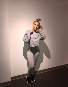 Love this style. Fashion Killa, Look Fashion, Fashion Outfits, Womens Fashion, Fashion Trends, Chill Outfits, Casual Outfits, Cute Outfits, Casual Wear