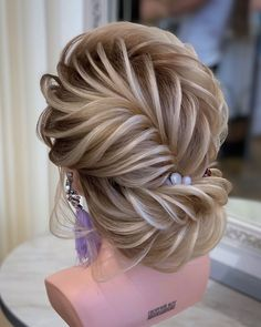Do you wanna see more fab hairstyle ideas and tips for your wedding? Then, just visit our web site babe! Hair Up Styles, Updo Styles, Medium Hair Styles, Braided Hairstyles Updo, Bride Hairstyles, Pretty Hairstyles, Hairstyle Ideas, Hair Style Vedio, Haircuts For Medium Hair