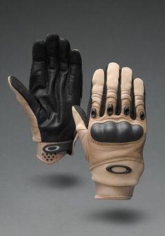 Oakley Factory Pilot gloves. Scratch & bite proof.
