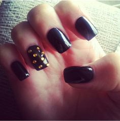 chanel no 5 classy matte black acrylic nails with hand