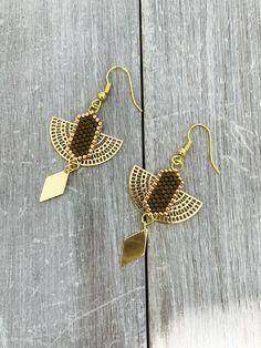 """Boucles d'oreilles modèle """" LUA """" doré : Boucles d'oreille par les-bijoux-de-vicen"""