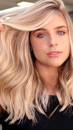 Blonde Hair With Highlights, Layered Hairstyles, About Hair, Extensions, Hair Makeup, Hair Color, Make Up, Teen, Hair Styles