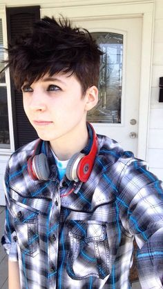 agender / gender fluid style hairstyle and clothing . agender / gender fluid style hairstyle and c Transgender Haircuts, Ftm Haircuts, Tomboy Hairstyles, Cool Hairstyles, Style Hairstyle, Hair Inspo, Hair Inspiration, Short Hair Cuts, Short Hair Styles