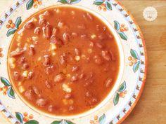 La pasta e fagioli è un piatto classico della cucina italiana, una minestra densa e saporita adatta soprattutto nelle stagioni più fredde.