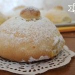 Un dolce tipico della mia Sicilia, dei golosissimi panzerotti ripieni di crema! Li trovate nei bar per la colazione!