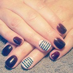nails, accent nail, gelish, shellac, gellac, nail art, burgandy, red, brown, black cherry, black, white, zig zag