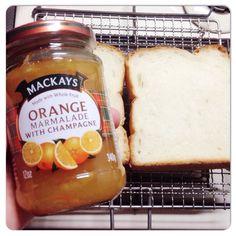 朝食は、昨夜のカレー、明日のパンを真似して焼き網でトースト♡新しく開けるマッカイのシャンパンマーマレードで頂きま〜す♡ #かな辻焼き網#昨夜のカレー明日のパン#トースト#朝食#MACKAYS#ORANGE#MARMALADE#CHAMPAGNE