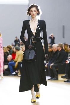 Nina Ricci Fashion Show Ready to Wear Collection Fall Winter 2017 in Paris