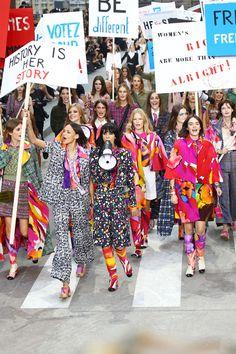 Depois do supermercado, pra onde ir? Pra rua: a primavera-verão 2015 da Chanel começa em um protesto!