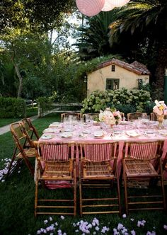 Al Fresco outdoor dining.This would be a lovely engagement party. Outdoor Rooms, Outdoor Dining, Outdoor Gardens, Outdoor Furniture Sets, Outdoor Decor, Party Outdoor, Outdoor Dinner Parties, Bamboo Furniture, Living Haus