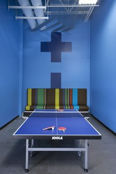 leslies-pool-supplies-office-design-13