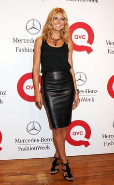Summer night out- Black leather skirt, black tank, loose waves