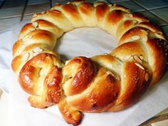 Finnish Pulla sweet bread flavored with lots of fresh ground cardamom seeds. So pretty too! Finnish Pulla Recipe, Finnish Recipes, Brioche Recipe, Braided Bread, Cranberry Bread, Sandwiches For Lunch, How To Make Bread, Bread Making, Bread And Pastries
