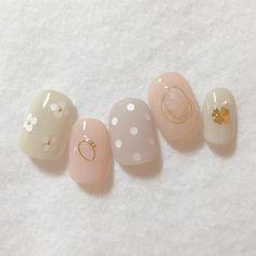 "671 Likes, 1 Comments - aya (@aya_neige) on Instagram: ""優しい春色デザインです*。ホロフラワーやクローバー、ポイントに天然石もクリア感がとても可愛いです○#dolcenail"""