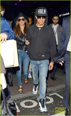 nicole scherzinger lewis hamilton win formula one title 03 Nicole Scherzinger and boyfriend Lewis Hamilton hold hands while touching down at Heathrow Airport on Monday (November 24) in London, England.     The 36-year-old…