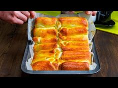Mai pufoase nu exista! Placinte cu branza sarata   SavurosTV - YouTube Hot Dog Buns, Hot Dogs, Queso, Cake Pops, Entrees, Spicy, Pizza, Bread, Food
