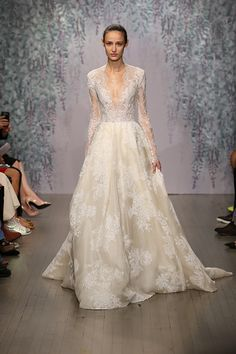 Monique Lhuillier Fall 2016 Bridal Collection #weddingdresses @weddingchicks