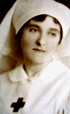 During the First World War, Brit. Almina, the 5th Countess of Carnarvon, transformed the Castle into a hospital, and patients began to arrive from Flanders in September 1914. She became an adept nurse and a skilled healer and hundreds of letters from patients and their families bear testament to her untiring work and spirit of generosity.
