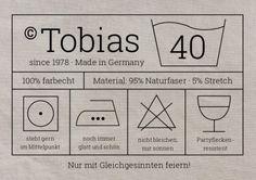 Witzige Waschanleitung-Einladungskarte mit Etikett und Pflegesymbolen zur 40. Geburtstags-Party
