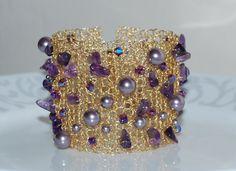 Perla Cristal y amatista Chip Cuff Bracelet, Crochet alambre nupcial pulsera, brazalete de alambre de piedras preciosas, Crochet alambre joyería, púrpura
