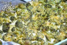 low carb cheesy brocolli casserole shown in the pan Cheesy Broccoli Casserole, Keto Chicken Casserole, Califlower Recipes, Baked Brocolli Recipes, Keep Recipe, Keto Side Dishes, Vegetable Dishes, Healthy Recipes, Plate