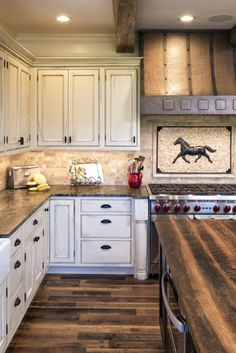 Ideas Kitchen Small Narrow Layout Cozy small kitchen ideas black and white that will blow your m Decorating Small Spaces, Decorating On A Budget, Interior Decorating, Interior Ideas, Kitchen Ideas, Kitchen Decor, Kitchen Design, Kitchen Layout, Industrial Interior Design