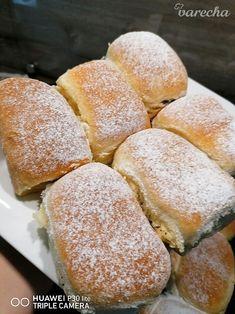 Pečené buchty, najmäkšie aké som kedy piekla (fotorecept) - recept | Varecha.sk Hamburger, Food And Drink, Bread, Baking, Cake, Basket, Brot, Bakken, Kuchen