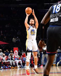 Stephen Curry Pictures, Nba Pictures, Warriors Game, Friends Family, Kicks, Sports, Respect, Basket, Culture