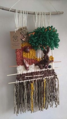 Telar decorativos árbol  Con lanas de ovejas y frutos secos traídos de Collipulli sur de chile.