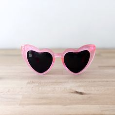 FLAMINGO PINK HEART SUNGLASSES Heart Sunglasses, Baby Accessories, Heart Shapes, Flamingo, Saint Laurent, Baby Shoes, Eyes, Retro, Stylish
