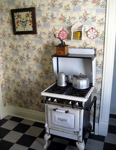 Tiny House Kitchen Ideas - Select your favored tiny house kitchen by leaving a comment at the end of this message. Which among these tiny kitchen areas will get all the ballots? Mini Kitchen, Miniature Kitchen, Old Kitchen, Vintage Kitchen, Kitchen Ideas, Antique Kitchen Stoves, Antique Stove, Vintage Appliances, Kitchen Appliances